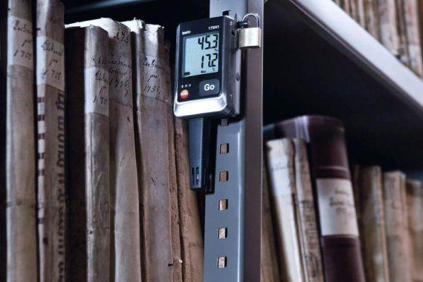 Máy ghi đo độ ẩm testo 76-H1 ở khu vực kho xưởng